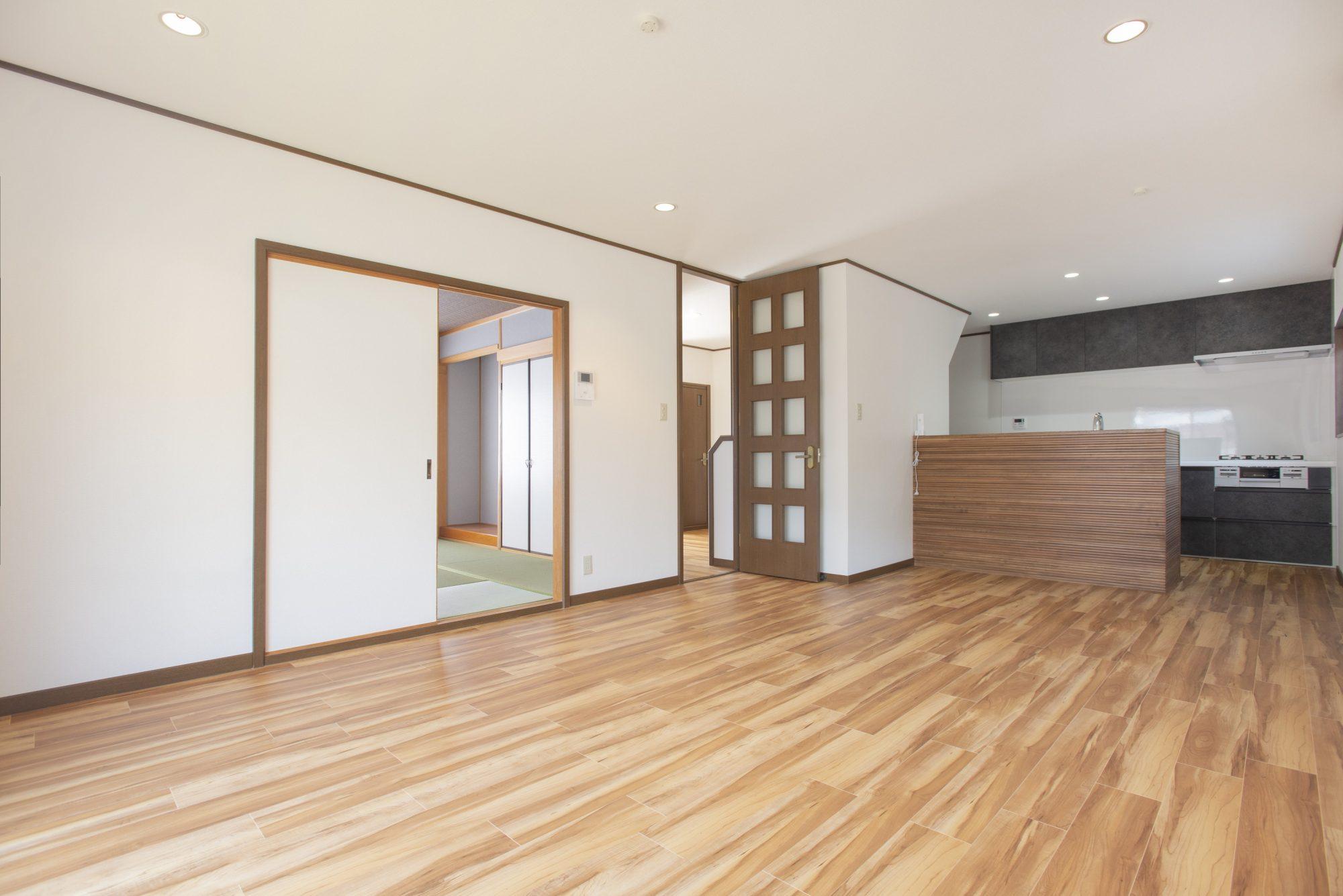 17.5帖ものLDK。LDK横には玄関からも出入り可能な2アクセス和室あり!