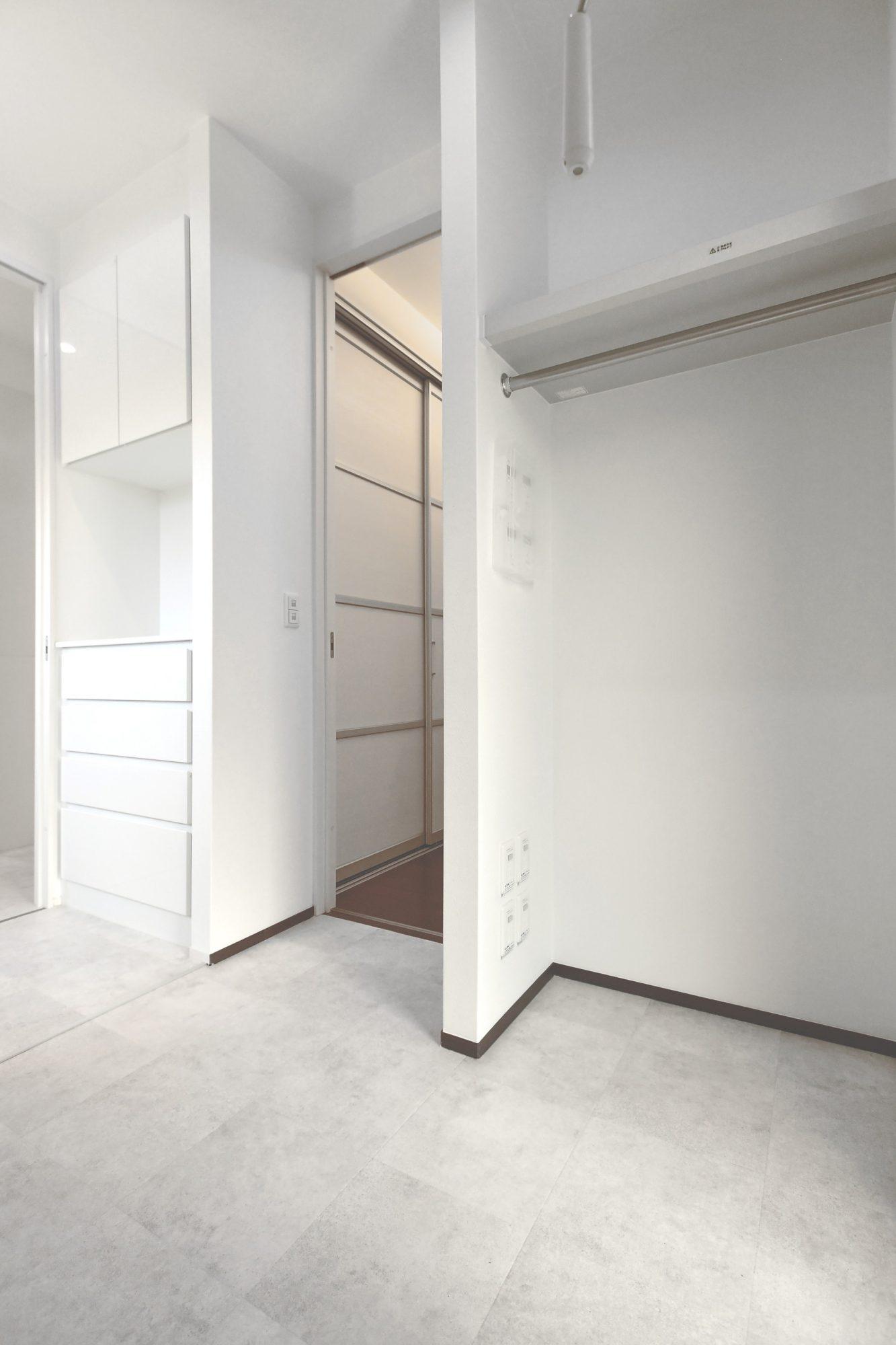 洗濯機の他、室内干しが可能なスペースがしっかり備わっています!